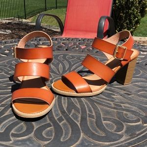 Strappy wide heel sandals